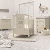 You can choose whether white or ivory (in pic 🤩)wooden cot from the Happy Family collection. It is decorated with Swarosky rhinestone details and a lovely family of teddy bears. Made of solid beech, with non-toxic paint, the Happy Family collection is made in Italy 🇮🇹 #kinderzimmerdesign #babyroom #babyroomdecor #kinderzimmer #kinderzimmerdeko #kindermöbel #newborndesign #newbornbaby #designforkids #babybedroom #kidsroom #nursery #mumtobe #followus #hoibabych #italbaby #madeinitaly #followme #followforfollowback #kinderzimmerdeko #momtobe #cameretta #lettino #nursery #neonato